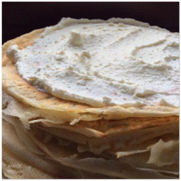 Domowe naleśniki z białym serem